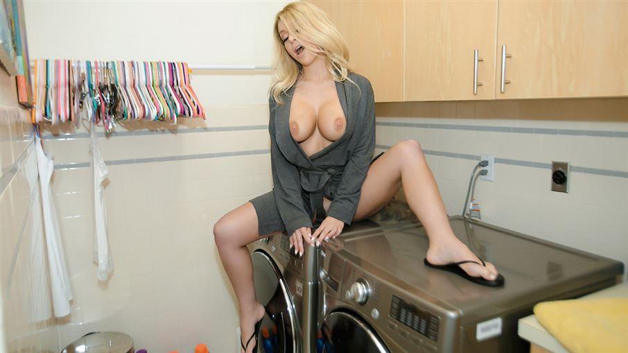 Washing Machine MILF Orgasms
