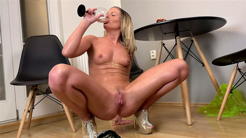 Claudia Macc in Home Entertainment