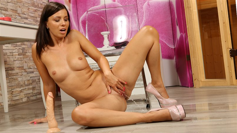 Vicky Love in Pissing At The Dresser