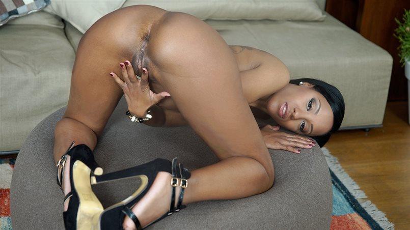 Bubble Butt Ebony Noemilk Takes Two Huge Cocks