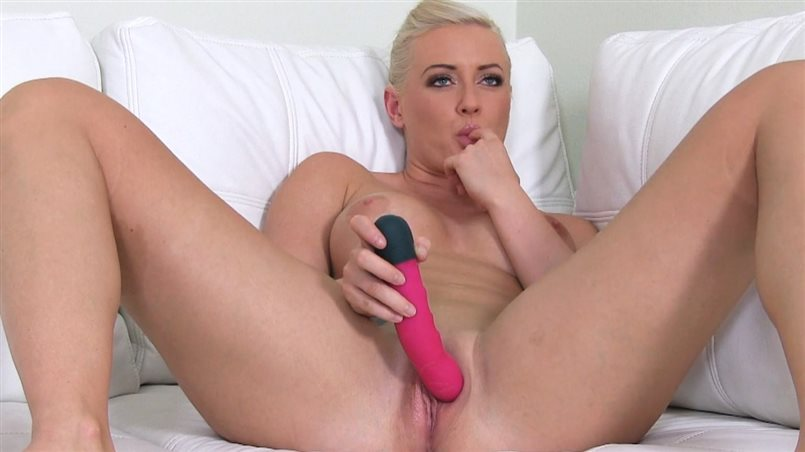 Blonde Camgirl Ready to Step it Up