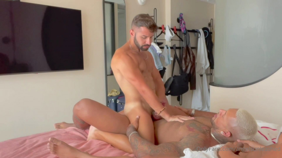 OnlyFans - Fitness Papi fucks @angelsunleased aka Ricky and Diego