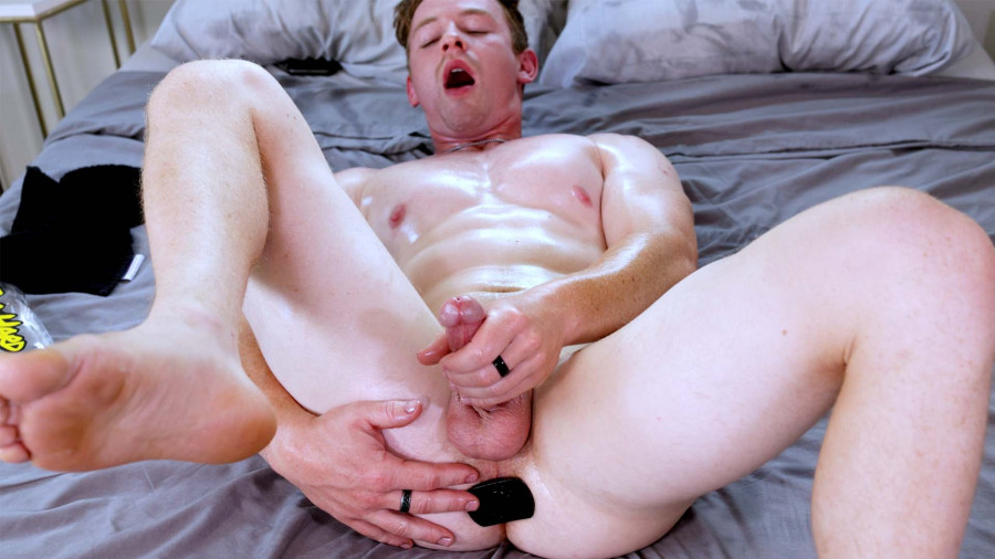 GayHoopla - Kane Hardy Needs More Than Just A Finger To Cum!