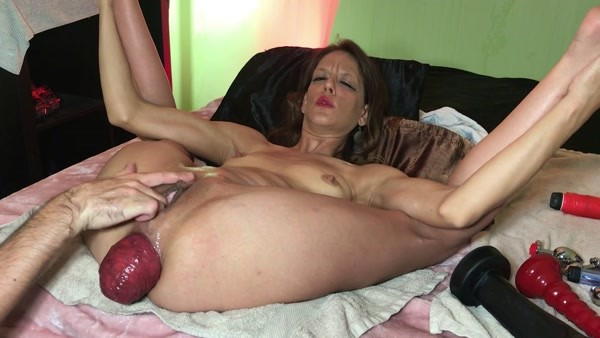 Maria Hella - Huge prolapse - Anal fisting and prolapse (2020 / FullHD 1080p)