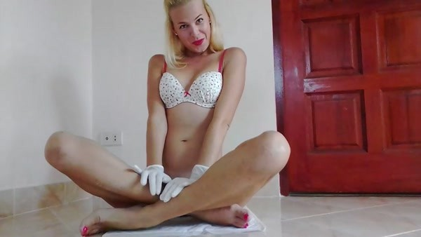 MissAnja (aka Kisses, Anja) - Cover My Pussy With Shit, Fingering, Orgasms ~ HD 720p