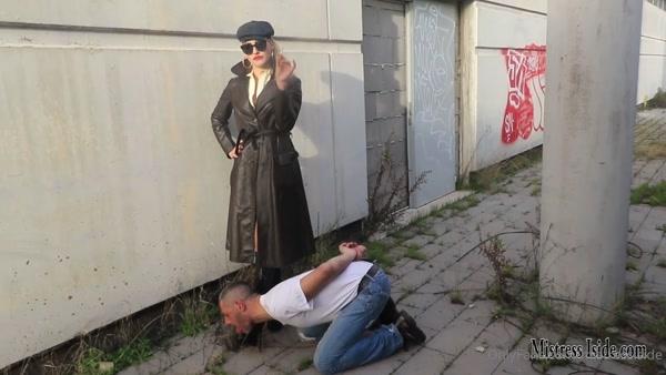 Mistress Iside – Multifunctional Bootlicker