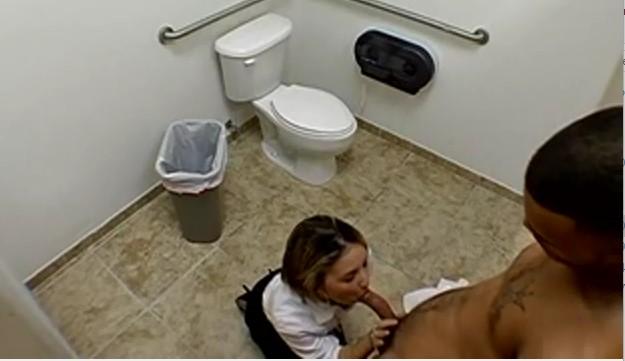 skritiy-tualet-kameroy