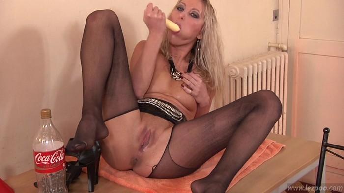 Vicky - Solo anal dildo play