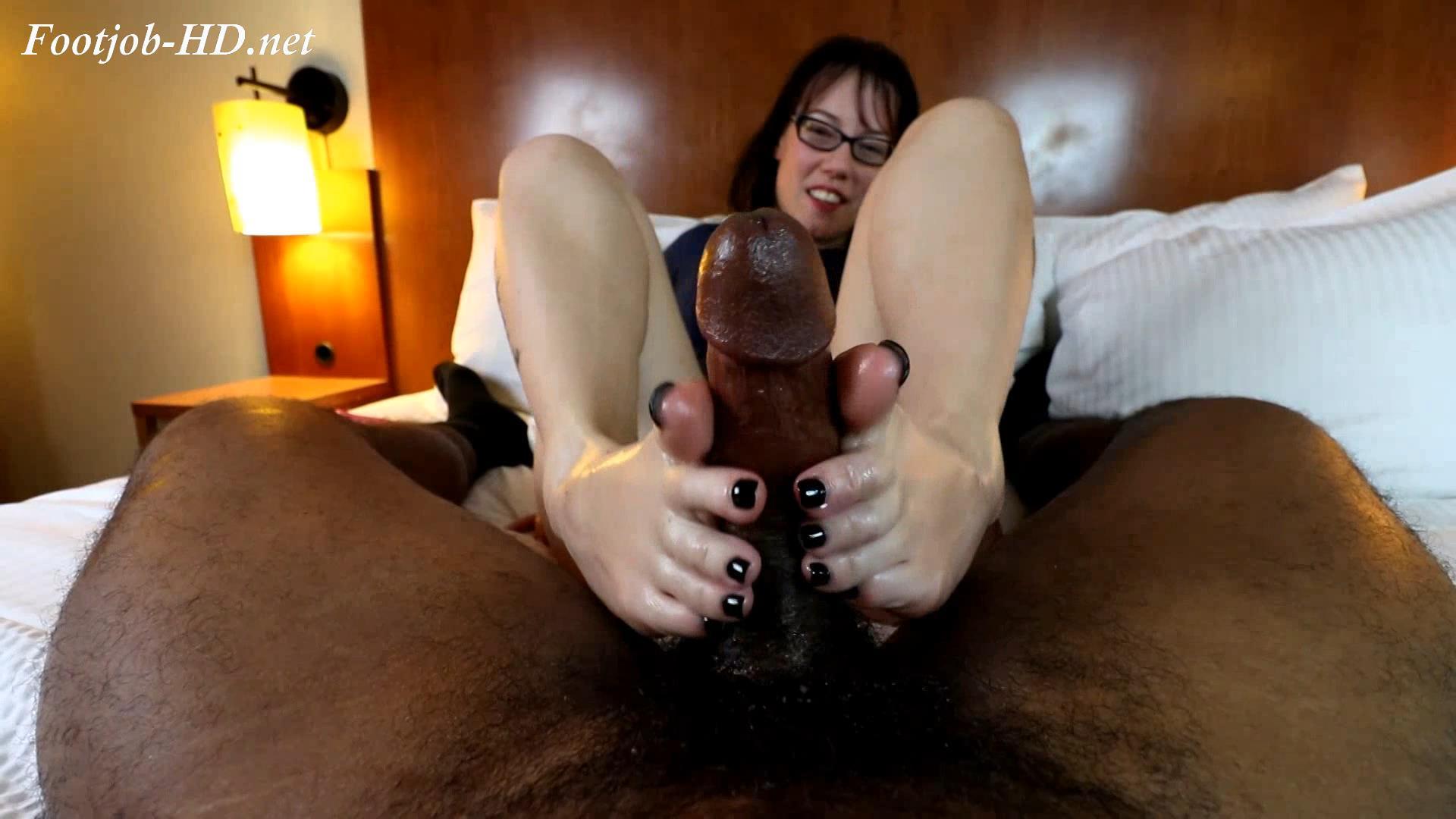 Smelly_feet_double_cumshot_with_Princess_Nikki_-_Joey\'s_FeetGirls.jpg