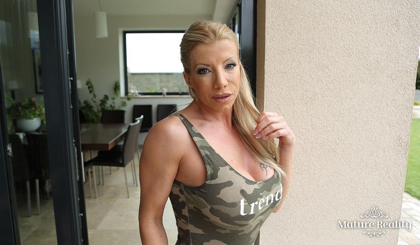 Limitless Lara (Voyeur), Lara De Santis, Dec 28th 2017, 3d vr porno, HQ 1920p