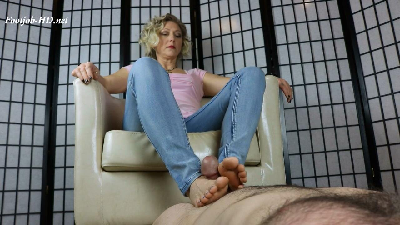 Slave_is_horny_for_Ms_Sweet\'s_Feet_-_Sweets_Treats_Trample_Femdomme.jpg