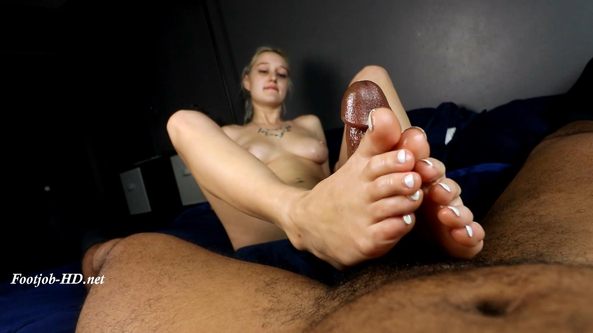 Evelyn\'s_First_Footjob__Size_7__-_Joey\'s_FeetGirls.jpg