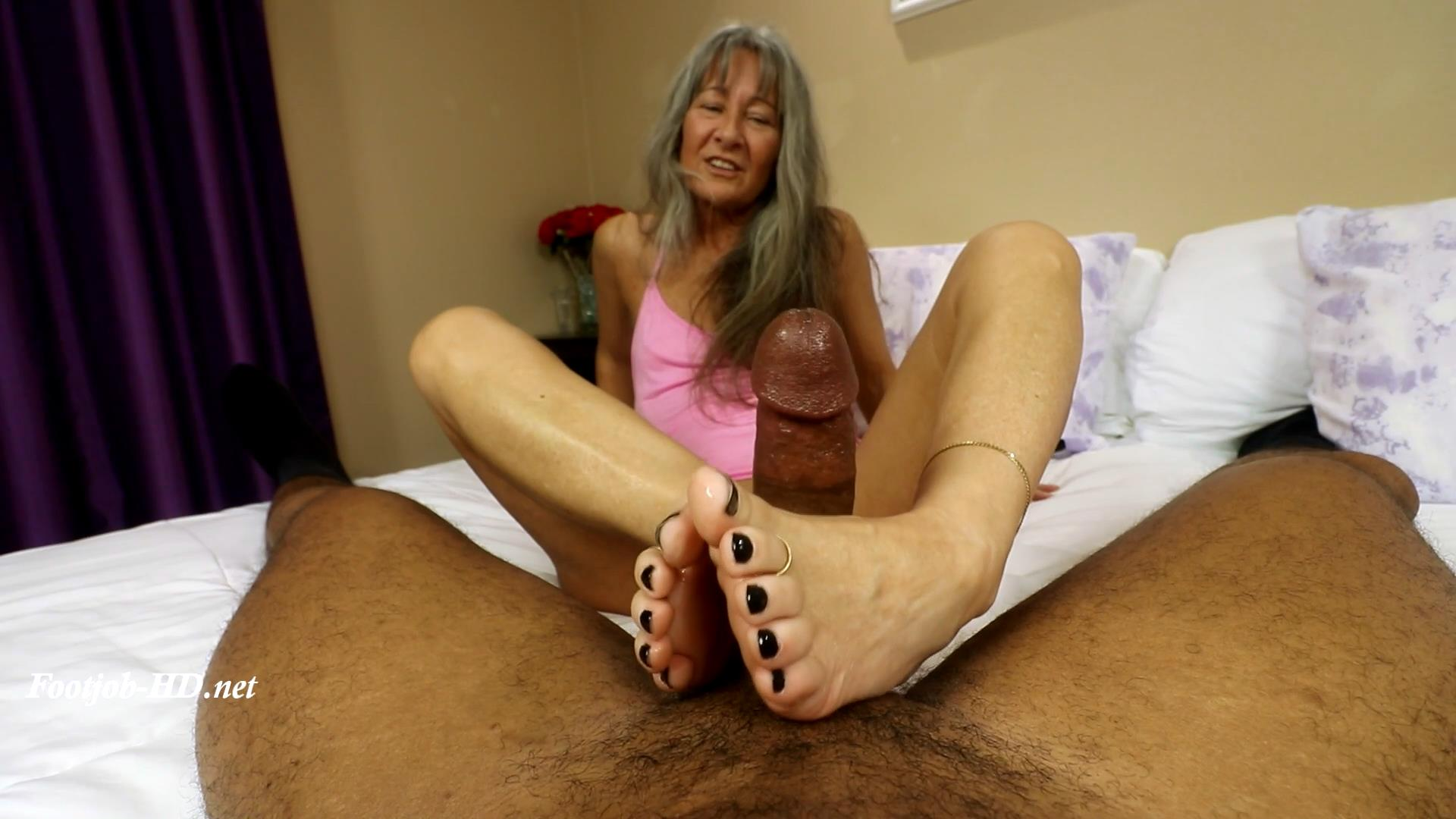 Meeting_Leilani_Lei__the_Silver_Foxette_-_Joey\'s_FeetGirls.jpg