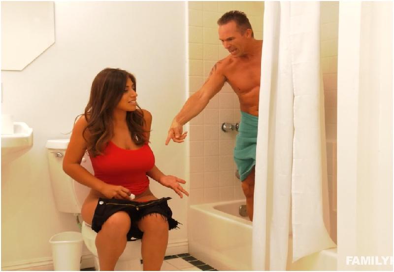 Ella Knox - Stealing Stepdads Towel - Family Hookups - HD 720p
