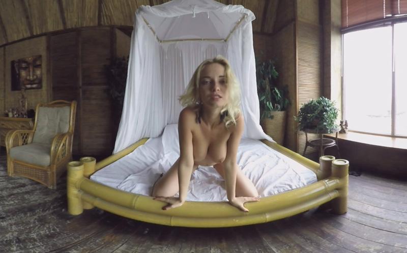 Flawless Blonde Does Sexy Striptease, MonroQ, Jan 02, 2018, 4k 3d vr porno, HQ 2048p