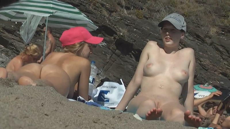 Perfect innie pussy seen on beach video