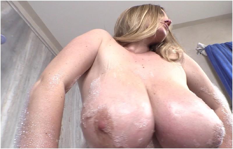 Maria Body - Holiday Bubbles 1 - FullHD 1080p