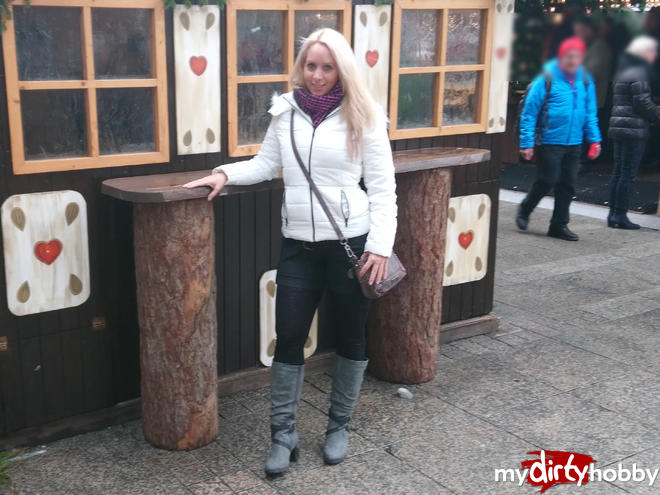 https://picstate.com/files/8316223_mriis/Public_fuck_in_the_middle_of_the_Christmas_market_AnnabelMassina.jpg