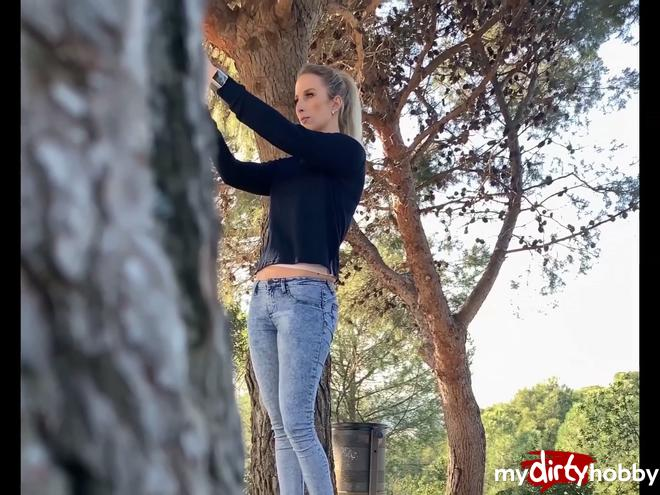 https://picstate.com/files/8351128_35eba/Caught_in_the_bushes__PUBLICSEX_in_BARCELONA__HannaSecret.jpg
