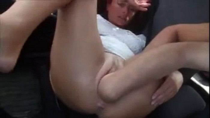Amateur extreme fisting in the car on the go - Auto Fist