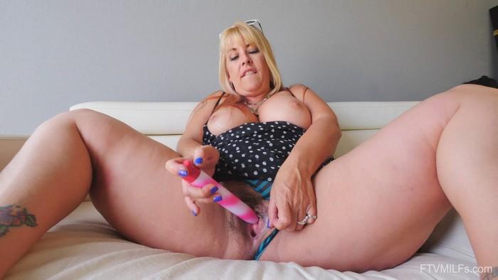 Joclyn (aka Joclyn Stone) - Curvy, Blonde & Bubbly - Stone Bustin Loose - 2 ( 2018 / FullHD 1080p)