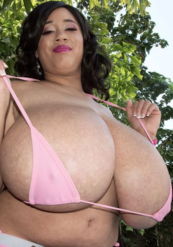 Roxi Red - No Bikini Top Can Hold Roxis Tits - HD 720p