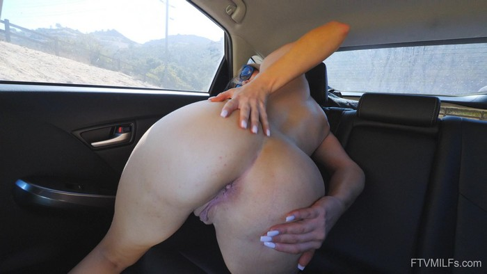 Elle - In It For Sex - Sweet and Sensual Blonde (2018 / FullHD 1080p)