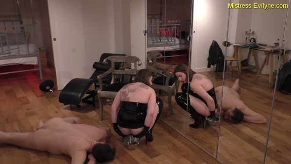 Mistress Evilyne - Feeding Time (FullHD 1080p)