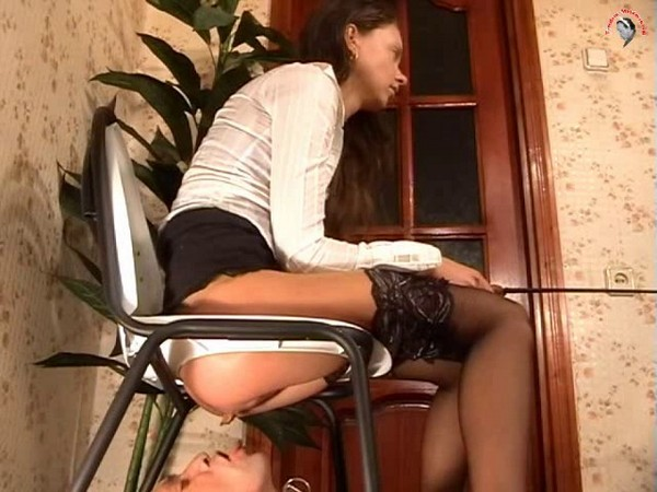 Mistress-Anna - Hurry, eat, eat and dispose, close-up, swallowing gold (Sd 480p)