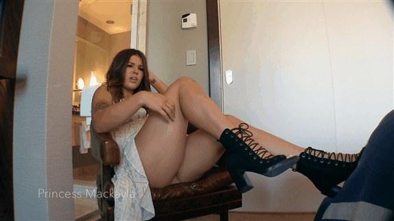 Princess Mackayla – Sexy Little Leg Tease