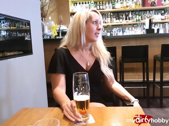 https://picstate.com/files/9208734_euxsy/Fickgeil_in_the_hotel_bar_in_Bonn_AnnabelMassina.jpg