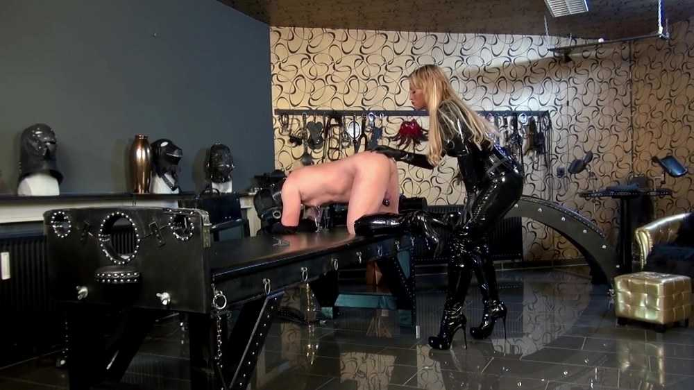 CaleaToxic - Anal and Strap-On Session in Dungeon