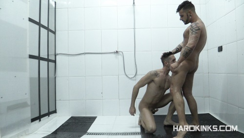 HardKinks - Aday Traun and Elio Guzman - Dominated In The Shower