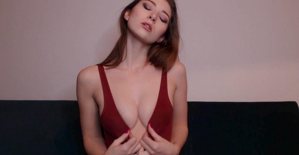 Eva de Vil - Weak for Natural Perky Tits