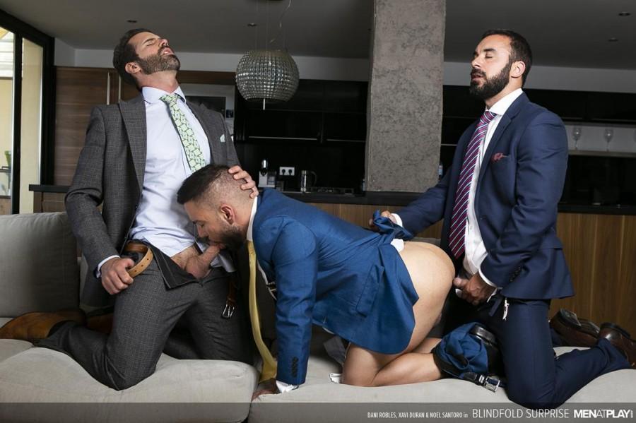 MenAtPlay - Dani Robles, Noel Santoro, Xavi Duran - Blindfold Surprise