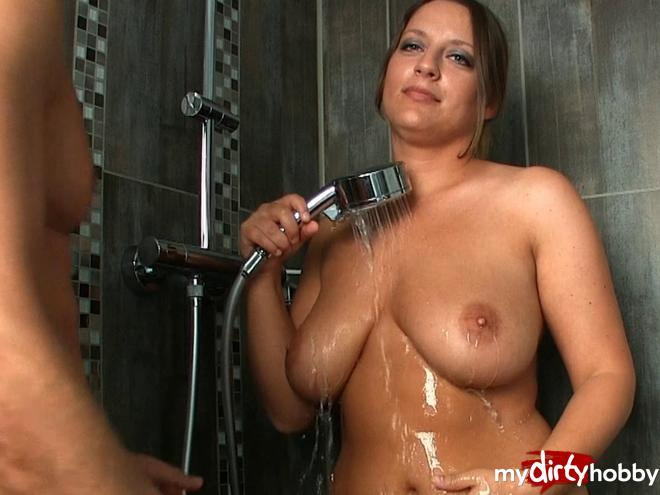 https://picstate.com/files/9419656_lmmhd/Fuck_me_in_the_shower__I_am_ready_Lollipopo69.jpg
