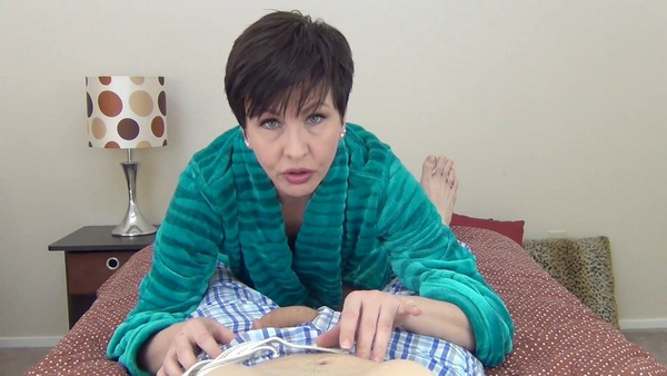 Mrs Mischief - Straight Into Mommys Mouth (Horny mommy stretches her mouth for your dick) (FullHD 1080p)