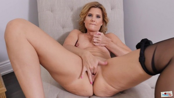 Alby Daor - I play with pussy and ass and get a sweet orgasm (HD 720p)