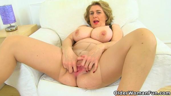 Camilla Creampie - Camilla Creampie pleasures her lady bits (HD 720p)