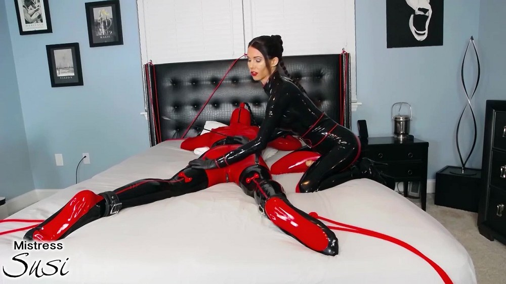 Mistress - Susi Rubber Doll Strapless Strapon Webcam Show