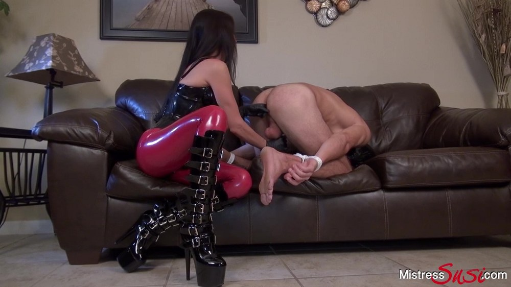 Mistress Susi - A Real Strapon Virgin