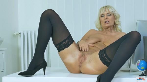 Solo - Roxana - The mature secretary also has her dirty fantasies [OlderWomanFun.com / HD 720p]