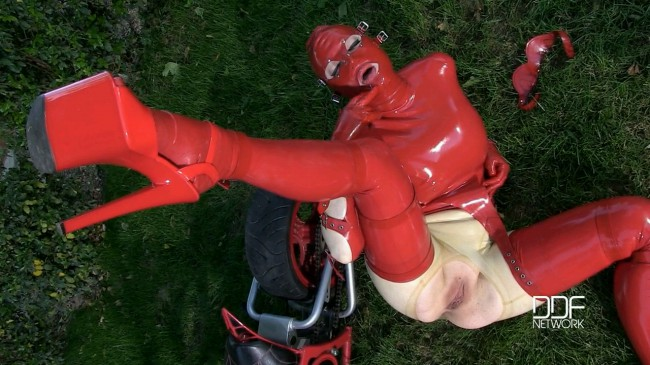 Latex And Mystery - Latex Lucy