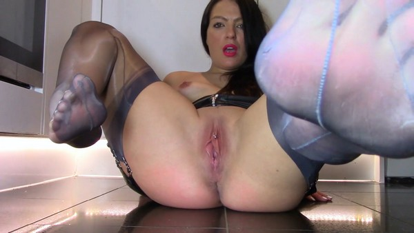 Evamarie88 - Eat My Shit and Worship My Smelly Feet (2019 / FullHD 1080p)
