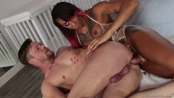 Shemale - Mike Panic and Honey Foxxx B - Hot For Transsexuals [EvilAngel.com / HD 720p]