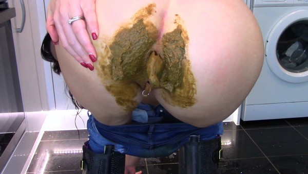 Evamarie88 - Filling and Smearing My Jeans With Shit (2019 / FullHD 1080p)