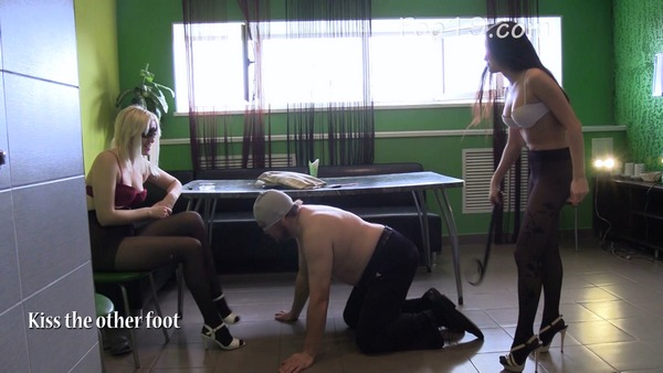 Victoria and Christina - Shit in pantyhose (2019 / FullHD 1080p)