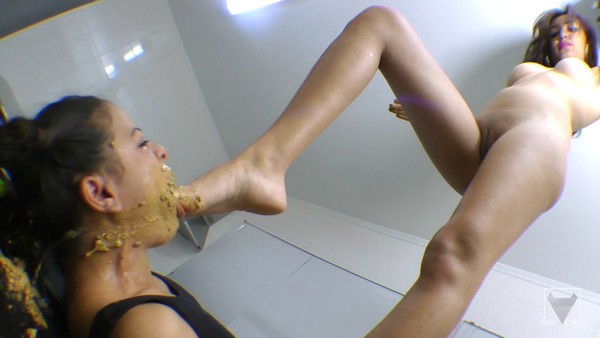Ana Claudia , Mini Girl - Scat Giant VS Extra Mini Girl Real Swallow - The First Time For Giant Ana Claudia And Mini (FullHD 1080p)