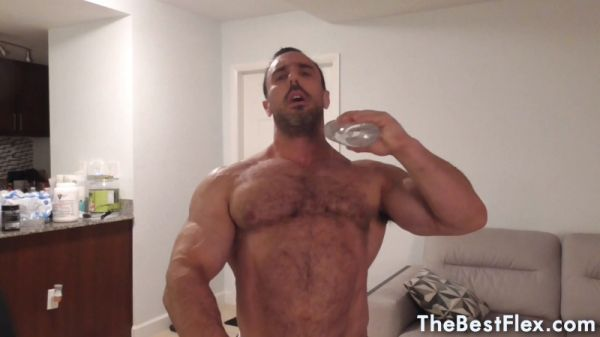 TheBestFlex - JohnnyMuscleX - Oiled Up Muscle and Shower