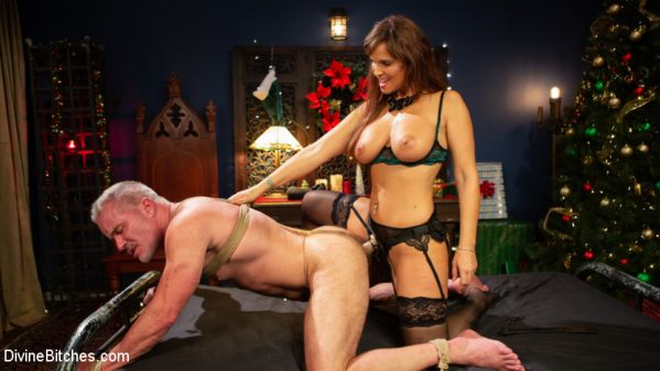 Syren de Mer - Santa Gets Got: MILF Syren de Mer Catches Dale Savage in Her Dungeon (17.12.2019) [HD 720p] (DivineBitches)